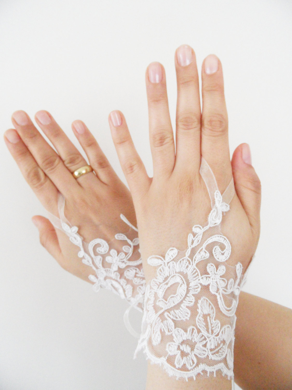 Wedding Gloves: Find Customized Wedding Gloves And Ensure The Right Look